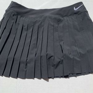 Nike NEW Black Pleated Victory Women's Size Large